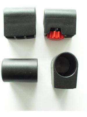 Fußkappen-Set für einen Stehtisch KT mit anthrazitem Untergestell. 3 Kappen ohne Stellschraube und 1 Kappe mit Stellschraube zum Ausgleich von kleinen Bodenunebenheiten