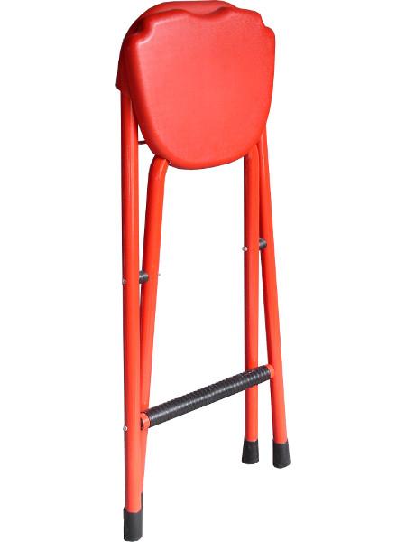 Klapphocker in Rot mit Rückenlehne. Kunststoff und pulverbeschichtetes Stahlrohr. Leicht und praktisch!